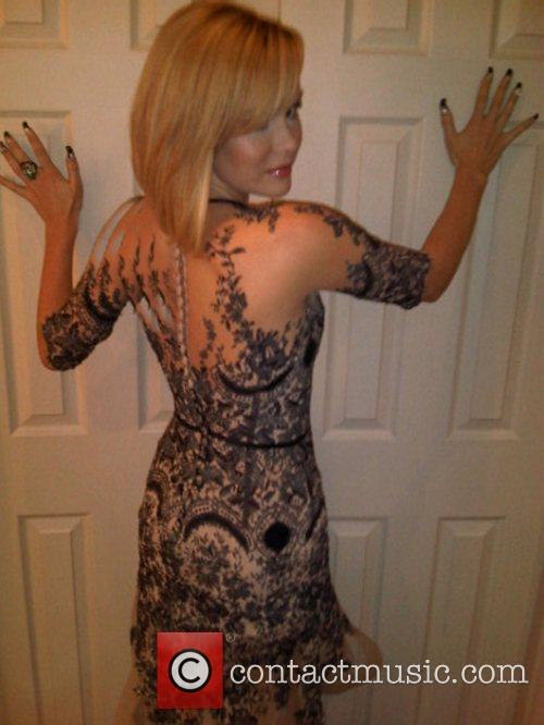 Amanda Holden tweets this pic of herself in...