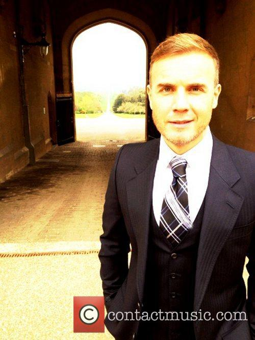 Gary Barlow tweets this pic with the following...