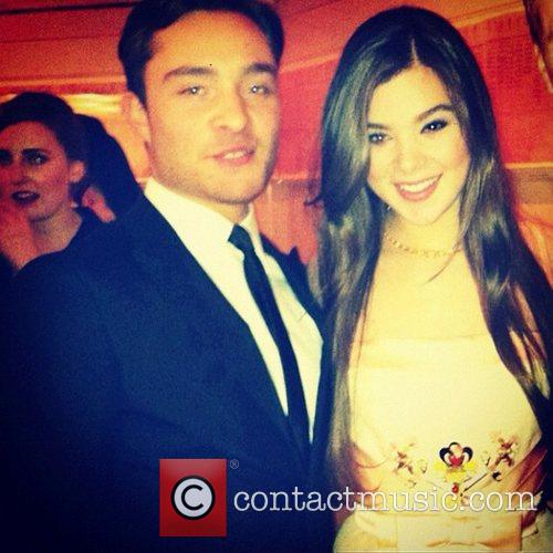 Hailee Steinfeld tweet this pic with the following...
