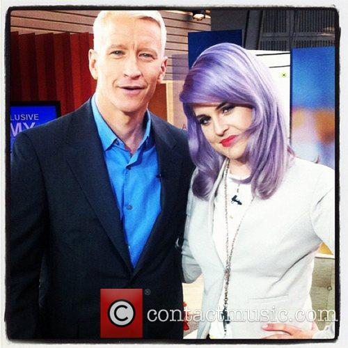 Kelly Osbourne tweets the following pic with the...
