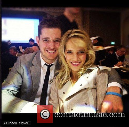 Luisana Lopilato tweets this pic of herself and...