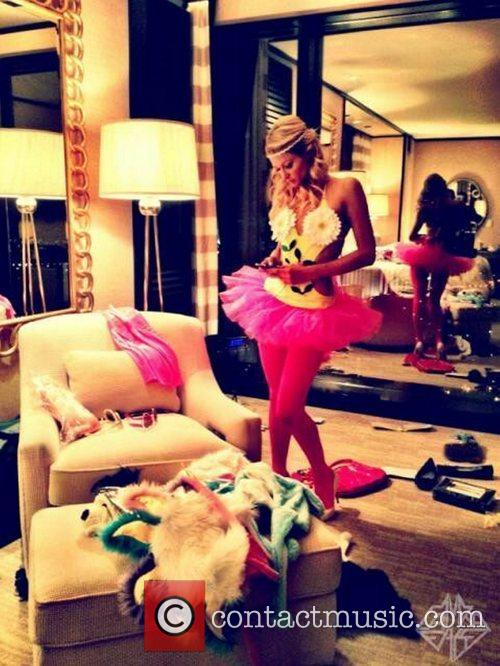 Paris Hilton tweet this pic with the caption,...