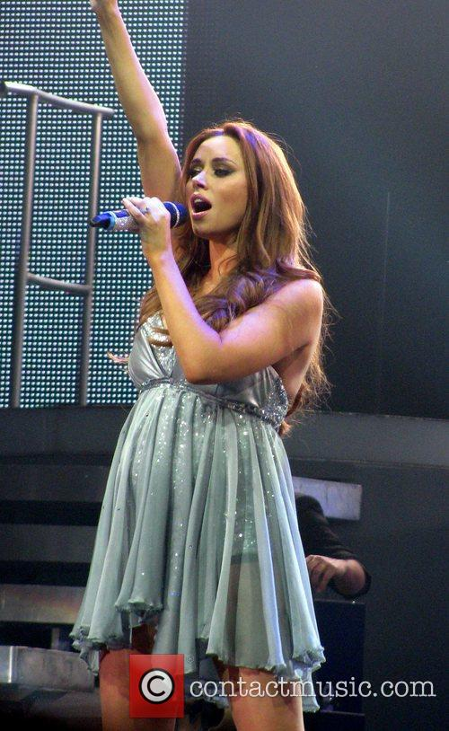 Una Healy shows off her baby bump and...