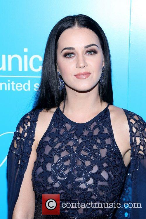 Katy Perry and Unicef Snowflake Ball 3