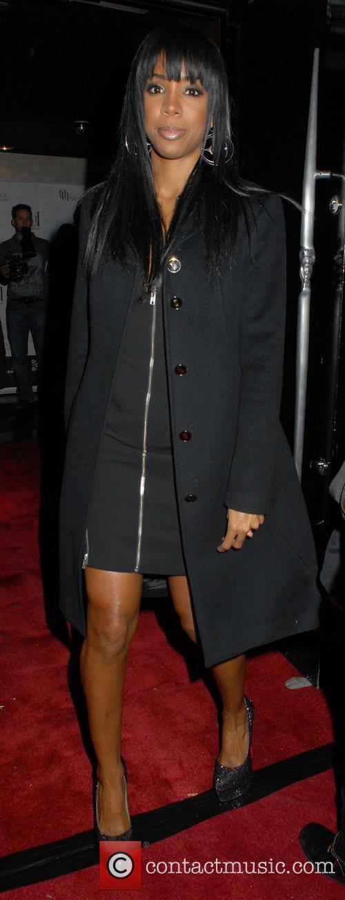 Kelly Rowland arrives at the One For One...