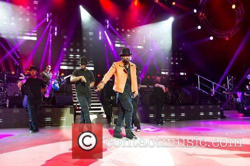 usher performs at the apollo hammersmith london 5862478