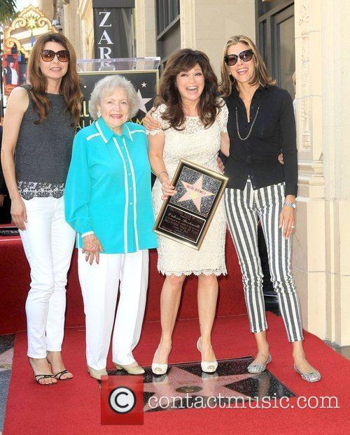Jane Leeves, Betty White, Valerie Bertinelli, Wendie Malick and Star On The Hollywood Walk Of Fame 3