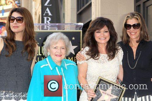 Jane Leeves, Betty White, Valerie Bertinelli, Wendie Malick and Star On The Hollywood Walk Of Fame 4