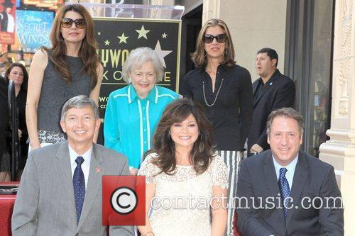 Jane Leeves, Betty White, Valerie Bertinelli, Wendie Malick and Star On The Hollywood Walk Of Fame 5