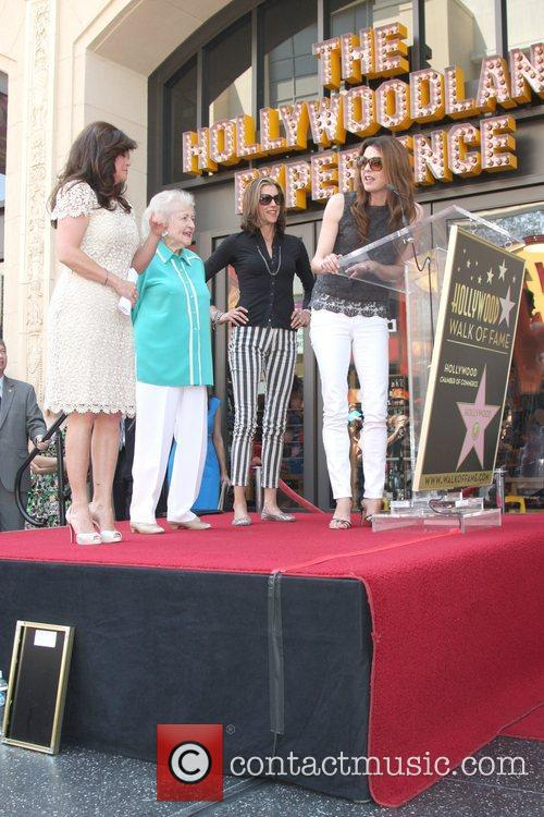 Valerie Bertinelli, Betty White, Jane Leeves, Wendie Malick and Star On The Hollywood Walk Of Fame 4