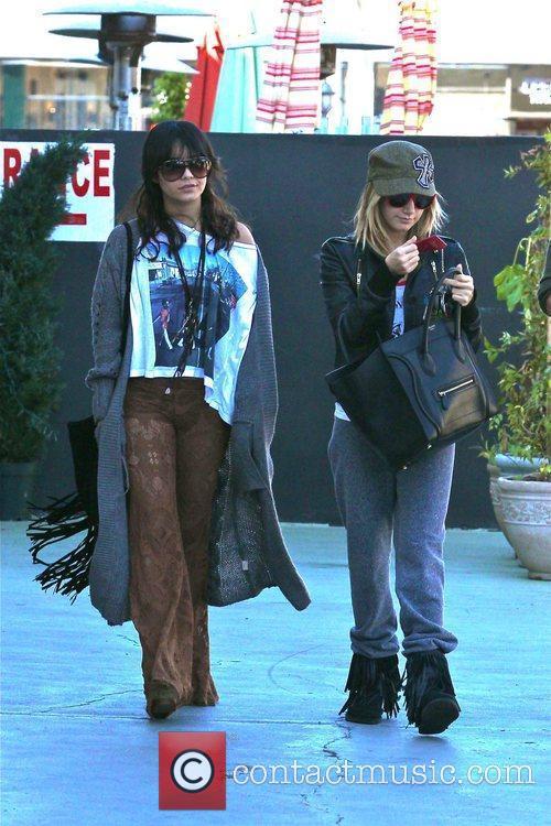 Vanessa Hudgens, Ashley Tisdale Vanessa Hudgens, her boyfriend...