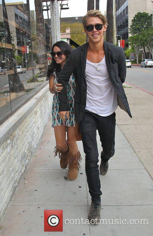 Vanessa Hudgens and Austin Butler 3