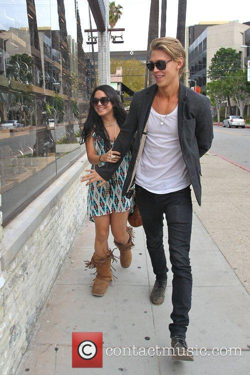 Vanessa Hudgens and Austin Butler 4