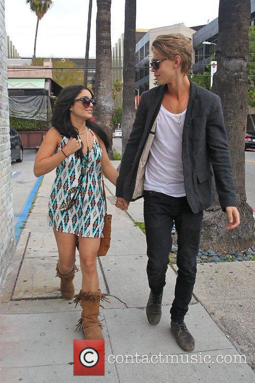 Vanessa Hudgens and Austin Butler 5