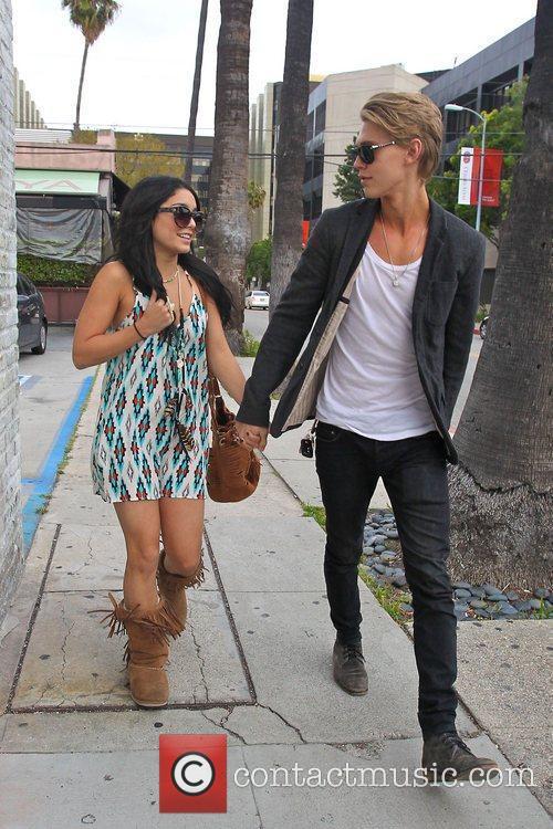 Vanessa Hudgens and Austin Butler 9