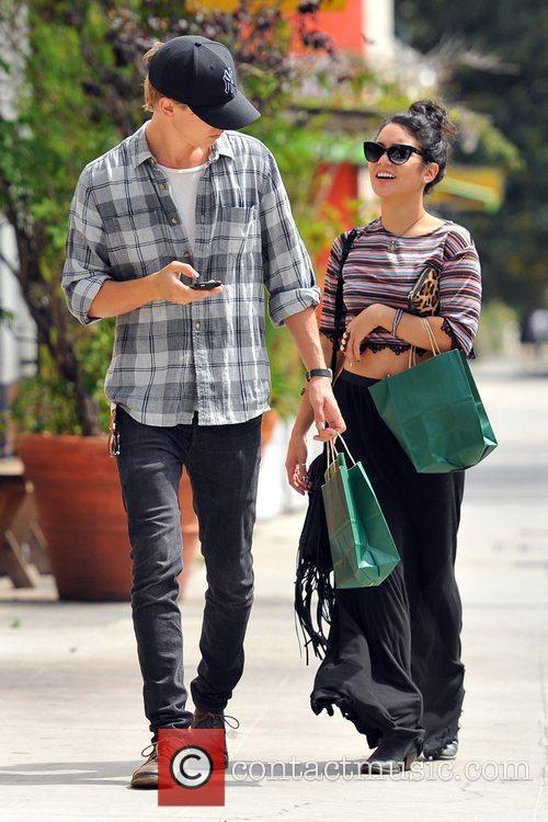 Vanessa Hudgens and Austin Butler 7