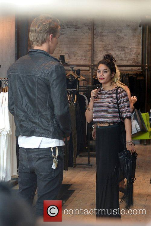Vanessa Hudgens and Austin Butler 11