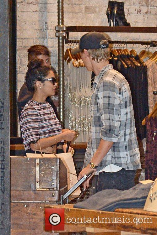 Vanessa Hudgens and Austin Butler 13