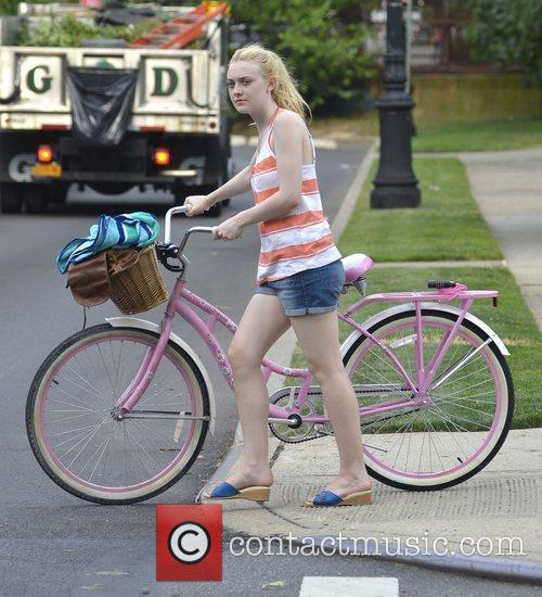 Dakota Fanning  on the set of 'Very...