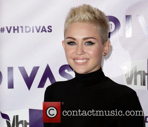 Miley Cyrus and Vh1 Divas 8