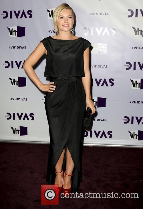 Elisha Cuthbert and Vh1 Divas 5