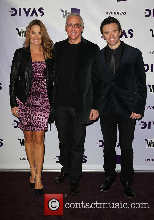 Dr Drew Pinsky (C) with his family VH1...