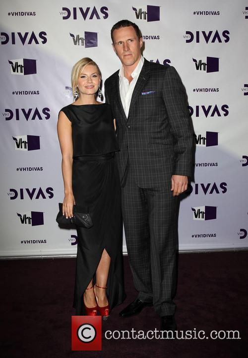 Elisha Cuthbert; Dion Phaneuf VH1 Divas 2012 held...
