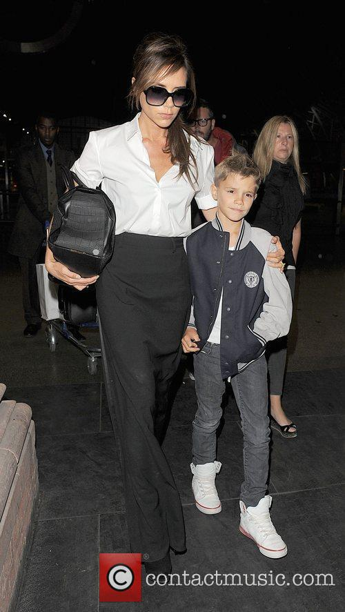 victoria beckham and romeo beckham arrive at 4003564