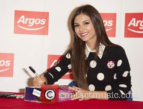 Meets fans and signs copies of 'Victorious' merchandise...