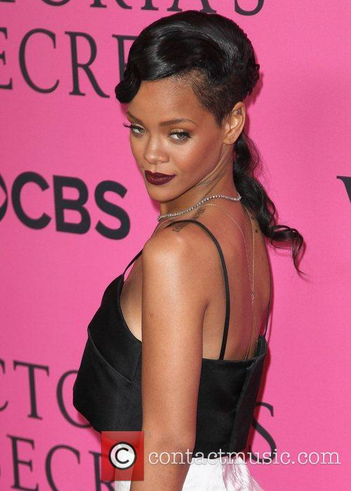 rihanna on the pink carpet at the 4165242