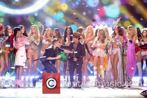 Justin Bieber, Bruno Mars, Victoria's Secret Fashion Show, Lexington Avenue Armory and New York City 1
