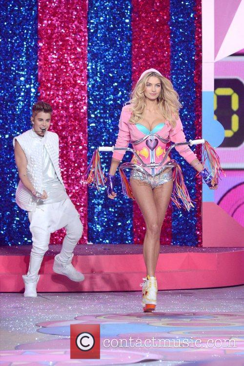 Justin Bieber, Jessica Hart, Victoria's Secret Fashion Show, Lexington Avenue Armory, New York City