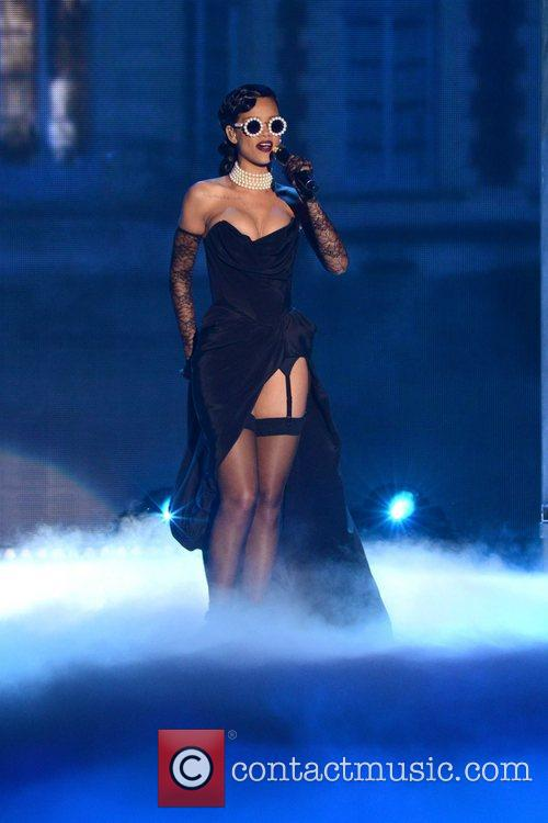 Rihanna Performs, Victoria's Secret Fashion Show, Lexington Avenue Armory New and York City 3