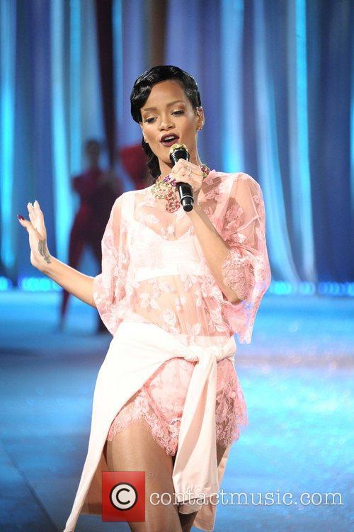 Rihanna and Victoria's Secret Fashion Show 4