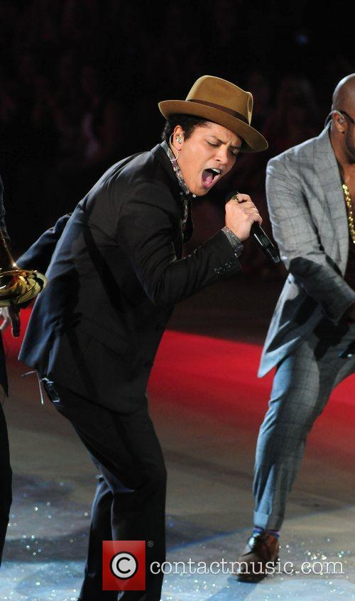 bruno mars performs at the victorias secret 4165441