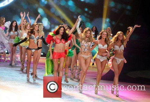 Models and Victoria's Secret 2