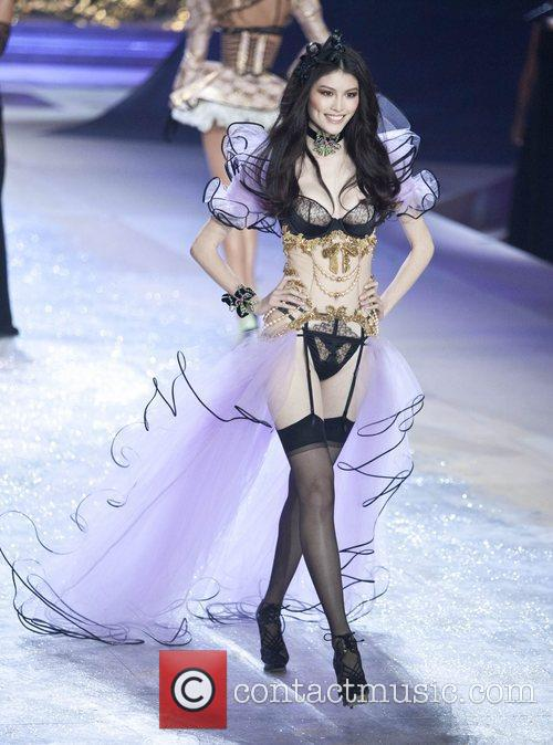 Sui He and Victoria Secret 3