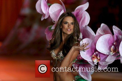 Alessandra Ambrosio 7