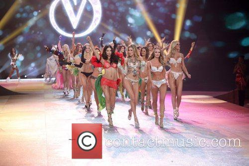 Models and Victoria's Secret 5