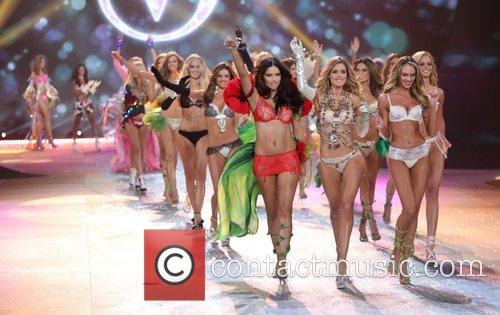 Models and Victoria's Secret 3