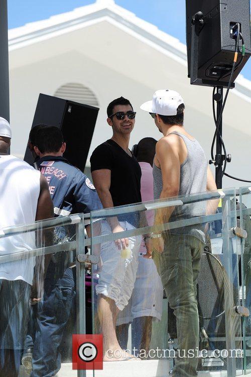 Joe Jonas and Victoria's Secret 1