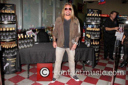 Vince Neil 8