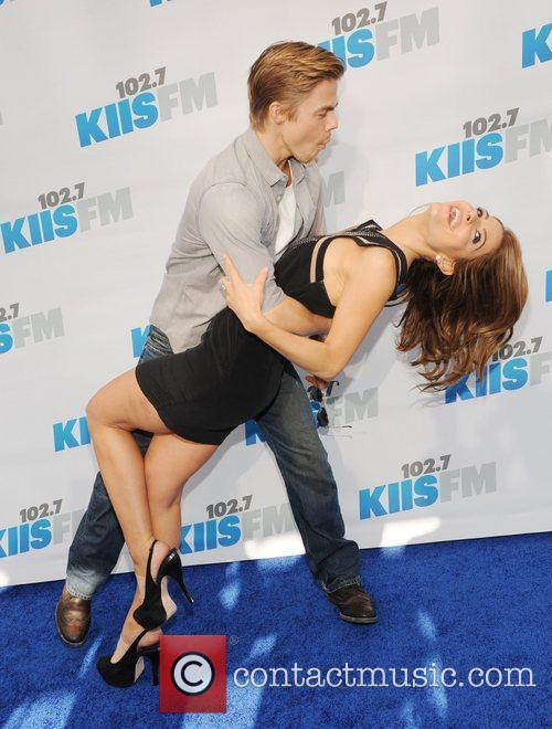 Maria Menounos and Derek Hough 6