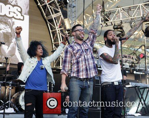 Adam Levine, Gym Class Heroes and Travis Mccoy 4