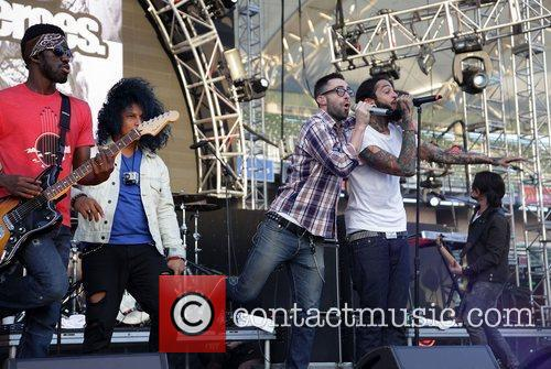 Adam Levine, Gym Class Heroes and Travis Mccoy 5