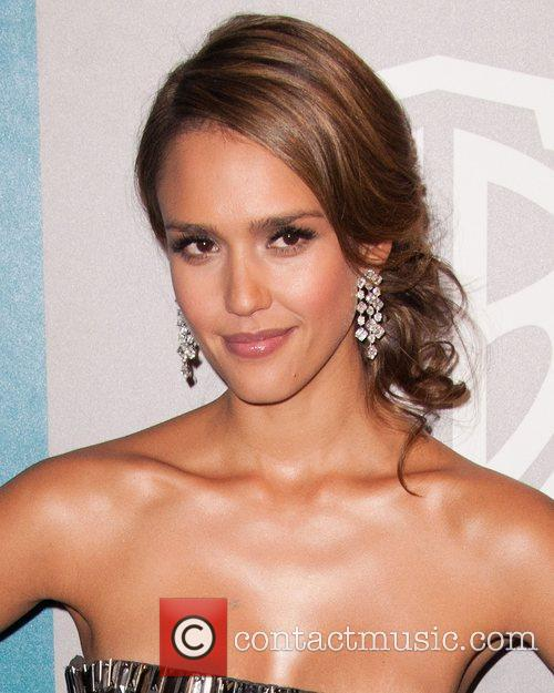 Jessica Alba and Beverly Hilton Hotel 3
