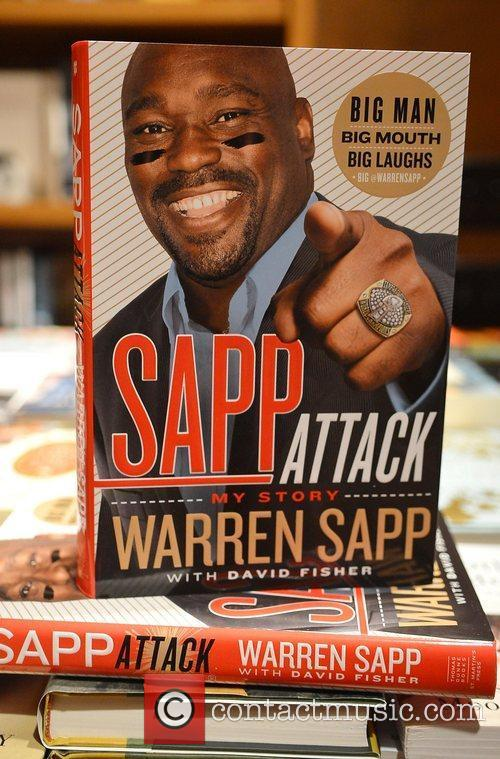 Atmosphere Warren Sapp greets fans and signs copies...