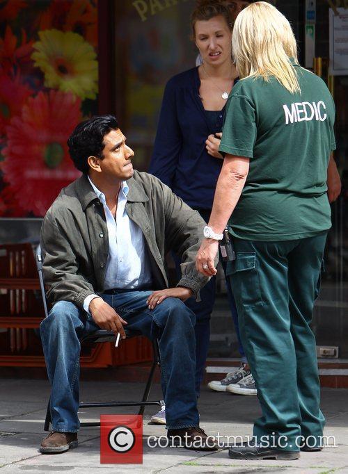 Naveen Andrews 4