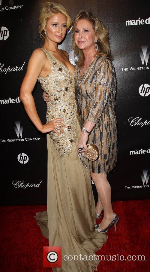 Paris Hilton, Kathy Hilton and Beverly Hilton Hotel 4