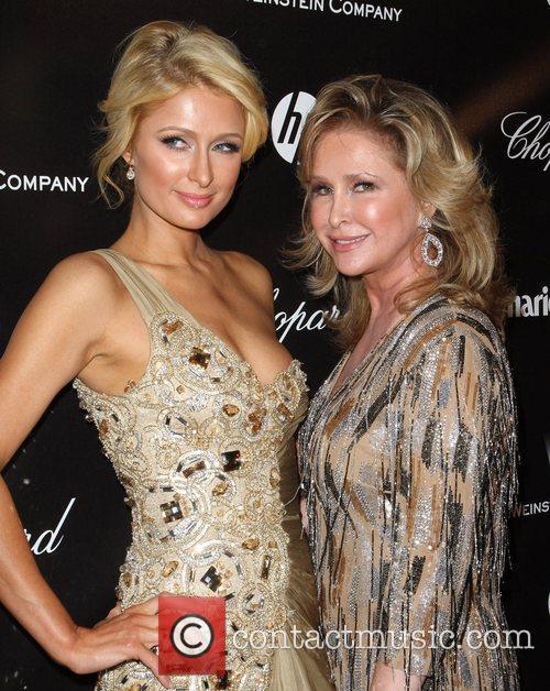 Paris Hilton, Kathy Hilton and Beverly Hilton Hotel 5